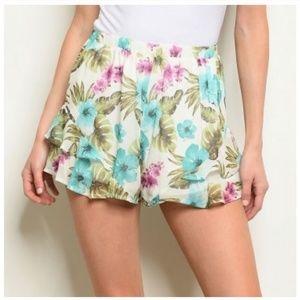 Tropical LOVE flounce shorts 😍